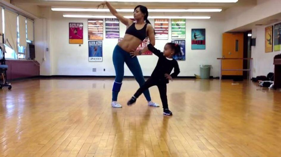 Cette fillette de 2 ans et sa maman dansent en duo sur Beyoncé. Vous allez adorer !