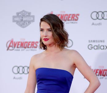 Cobie Smulders jeune maman au top et topless (Photos)
