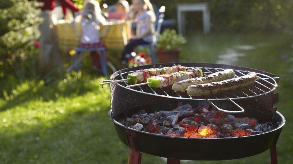 8 accessori per un perfetto barbecue party: dalla pinza multifunzione, alla pistola spara-salse