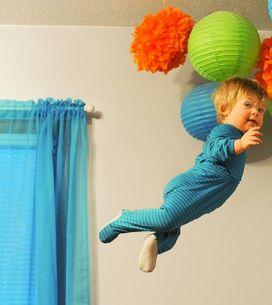 Ce papa fait voler son bébé trisomique dans une série de photos drôles et émou