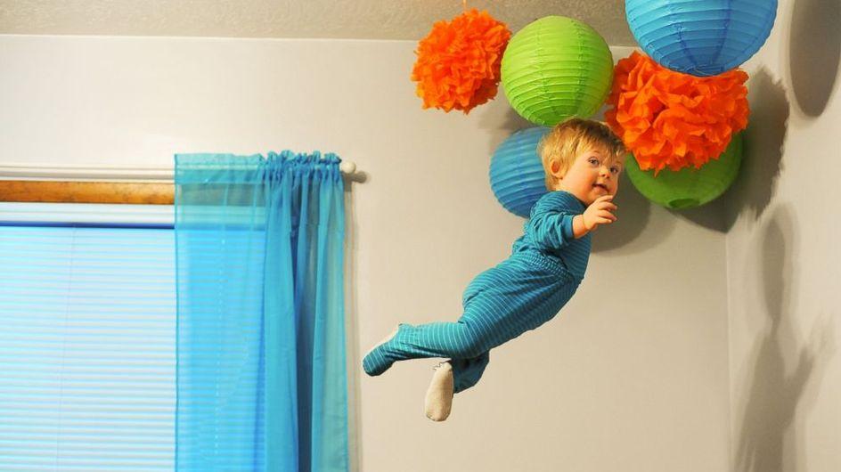 Ce papa fait voler son bébé trisomique dans une série de photos drôles et émouvantes