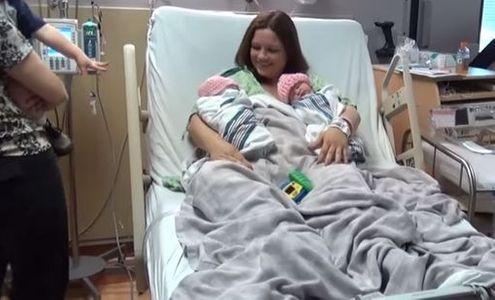 Ces jeunes parents ont décidé de surprendre leurs proches à la maternité (Vidéo)
