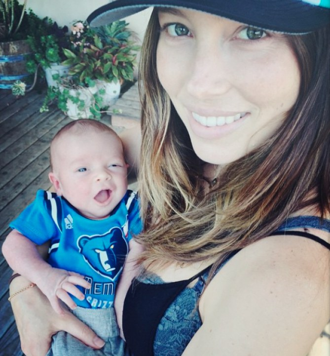 La dolcissima foto di Jessica con il piccolo Silas