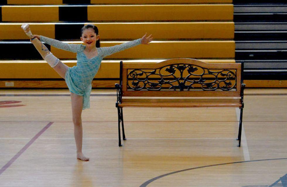 Cette petite fille de 8 ans a perdu sa jambe mais rien ne peut l'empêcher de danser