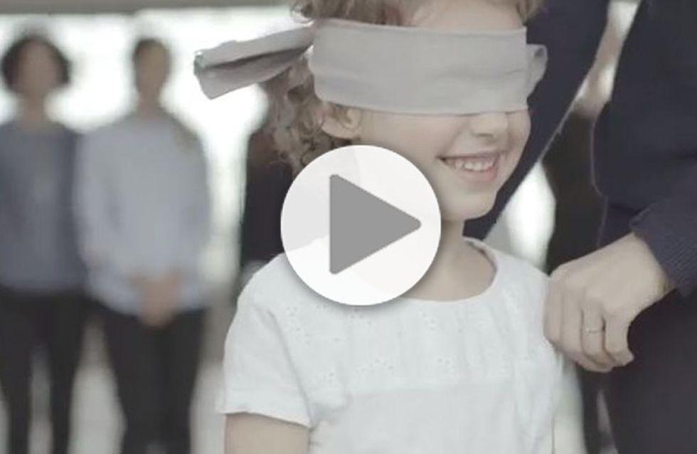 Les yeux bandés, un enfant reconnaît-il sa maman ? (Vidéo)