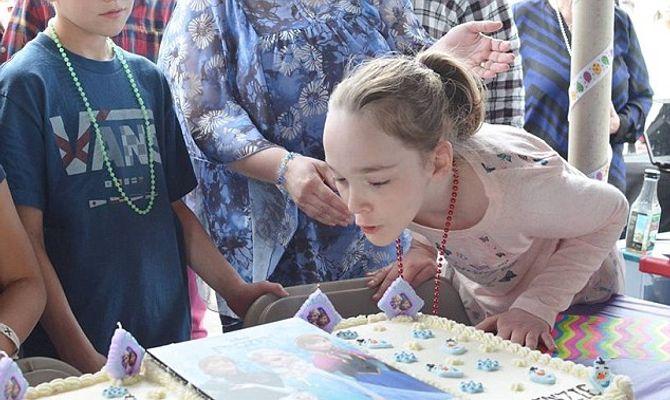 Cette petite fille atteinte du syndrôme de Sotos ne pouvait rêver mieux pour ses 10 ans