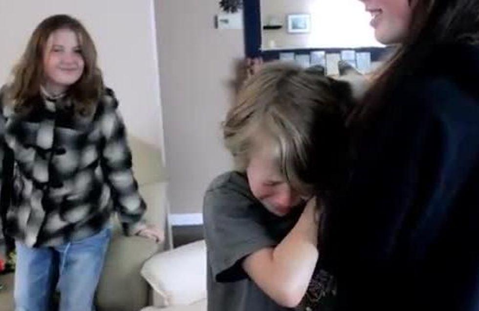 Quand ces enfants retrouvent leur chat, ils ne peuvent retenir leurs larmes (Vidéo)