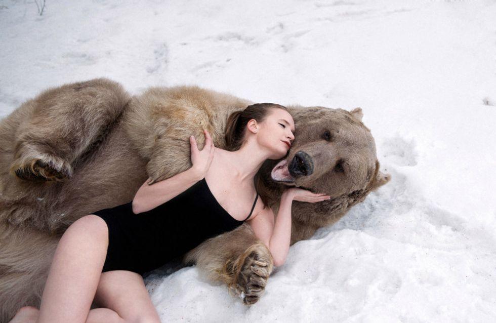 Des mannequins russes posent dans la neige pour dénoncer la cruauté de la chasse