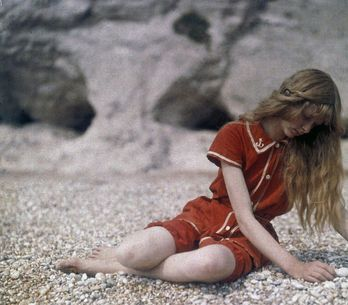 Christina in Red: la série photo sublime d'une jeune fille en 1913
