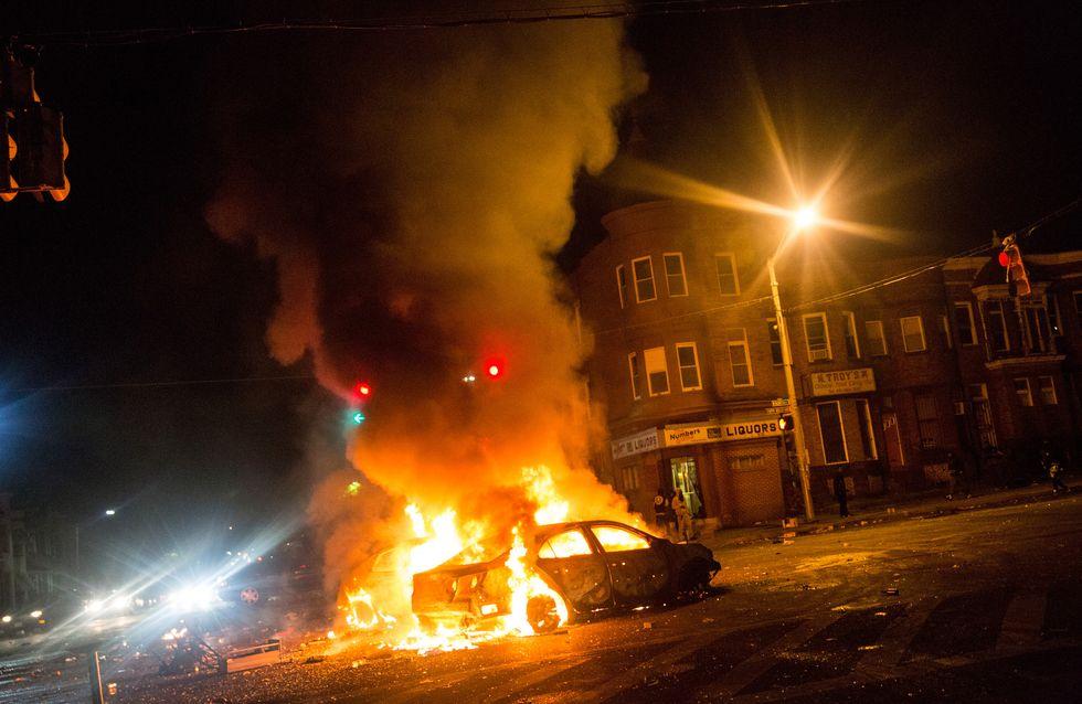 Baltimore secouée par des émeutes entre habitants et policiers après la mort d'un jeune Noir