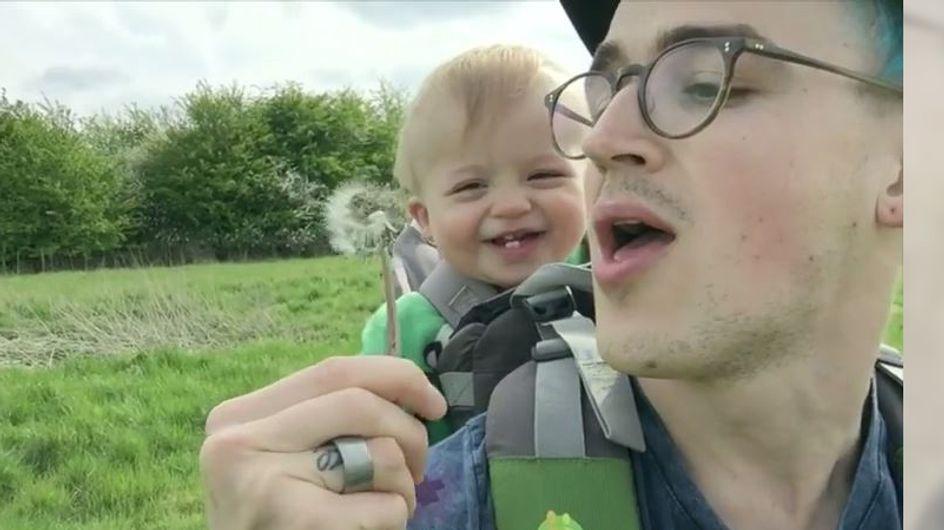 Putziger geht's nicht: Dieses Baby findet Pusteblumen einfach zum Schießen