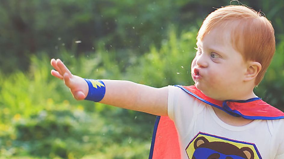 Fotógrafa transforma crianças com necessidades especiais em super-heróis