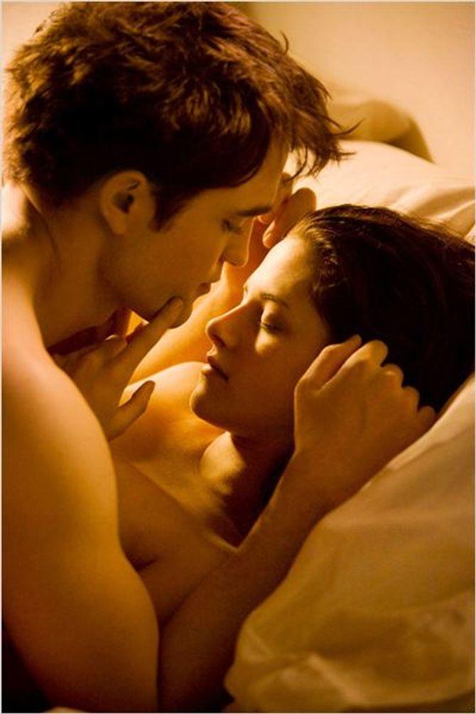 Robert Pattinson et Kristen Stewart dans Twilight.
