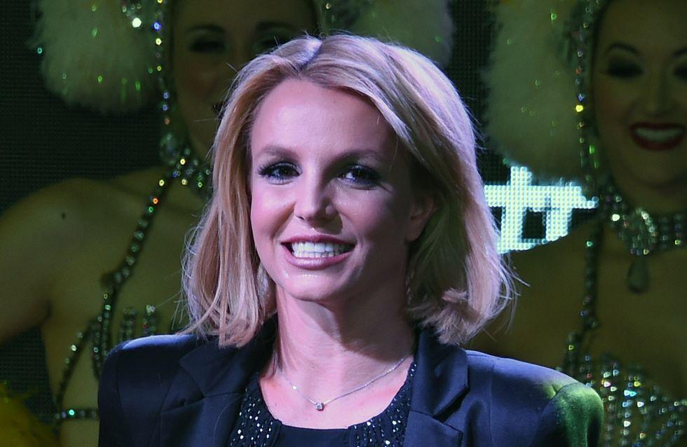 Britney Spears chute en plein concert (Vidéo)