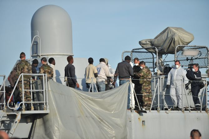 Les migrants arrivent dans le sud de l'Italie après avoir été secourus