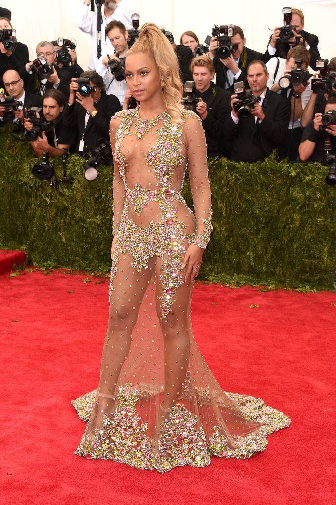 Beyoncé presque nue au Met Ball