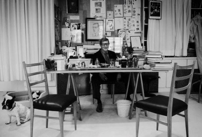 Le bureau d'Yves Saint Laurent, chic-ement sobre.