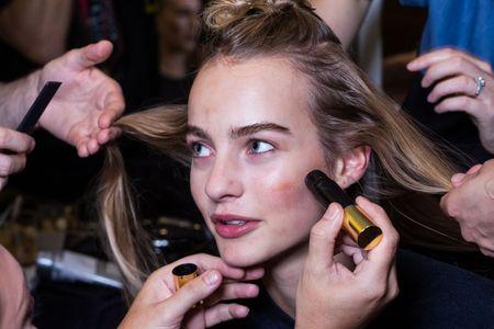 8 trucs que seules les filles aux cheveux fins peuvent comprendre