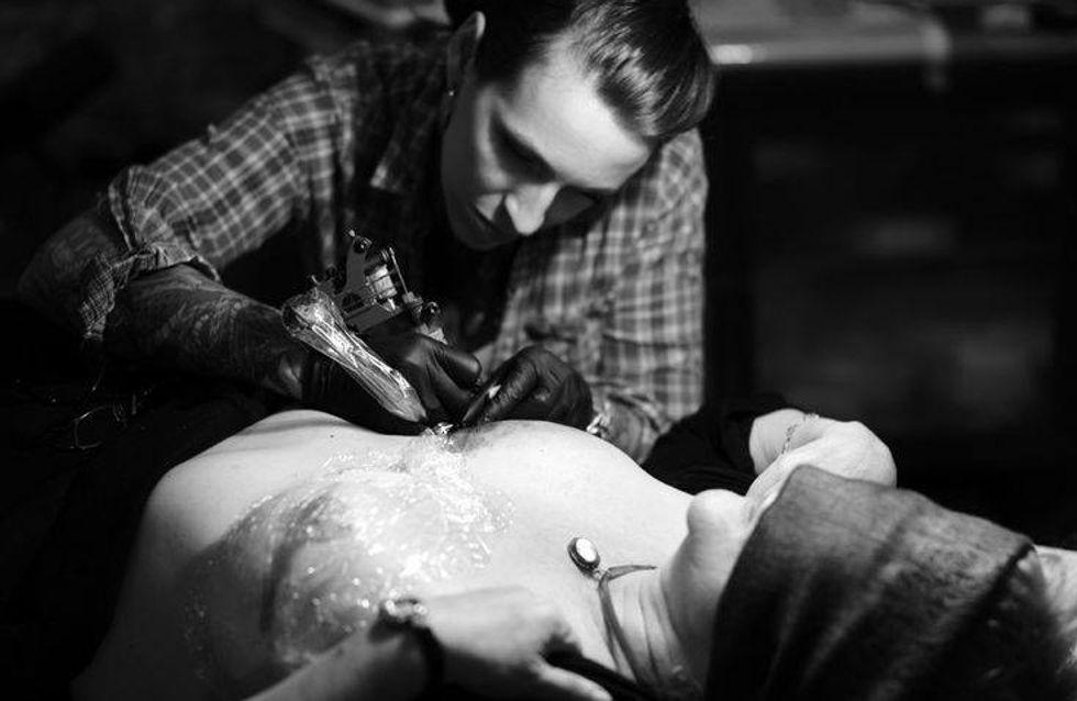 Pour se remettre du cancer, elles se font tatouer les seins