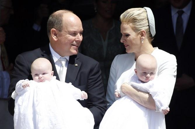 Albert et Charlène de Monaco avec leurs enfants