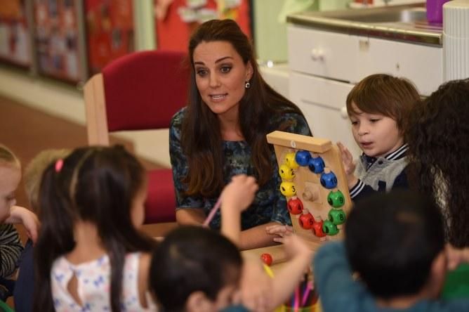 Kate Middleton rend visite à des enfants