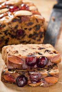 Un cake gourmand au miel et aux cerises confites, mmm