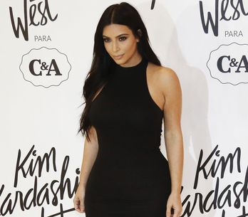 Kim Kardashian, complètement nue en plein désert (Photos)