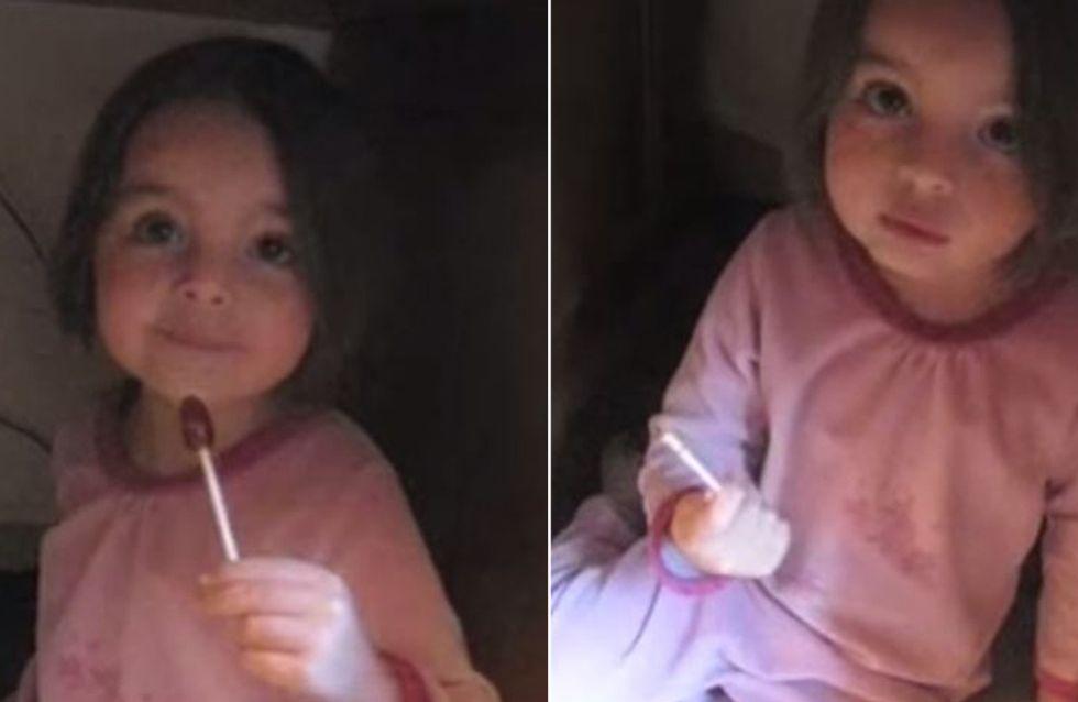 Unglaublich niedlich: Dieses kleine Mädchen klaut Süßigkeiten und lässt dann alle Beweise verschwinden