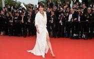 Nouvel accident de robe pour Sophie Marceau sur le tapis rouge de Cannes (Photo)
