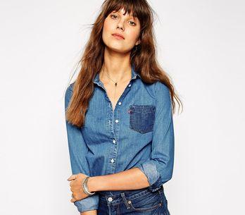 La chemise en jean oui, mais avec quoi ?