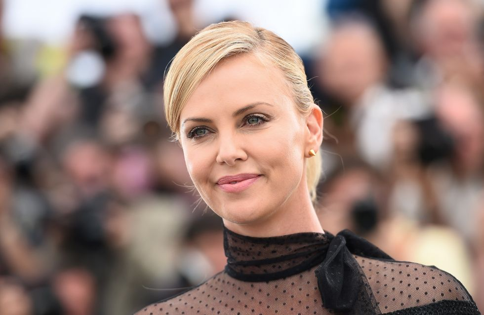 Charlize Theron, chic et rock à Cannes (Photos)