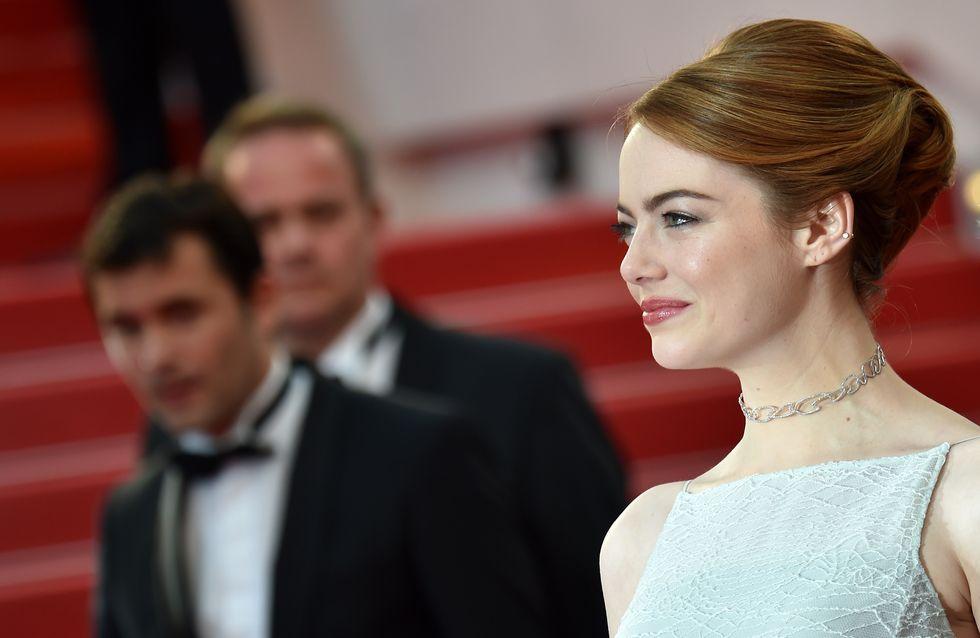 Emma Stone éblouit le tapis rouge de Cannes en blanc (Photos)