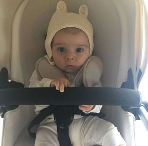 Le petit Reign Ashton Disick en balade