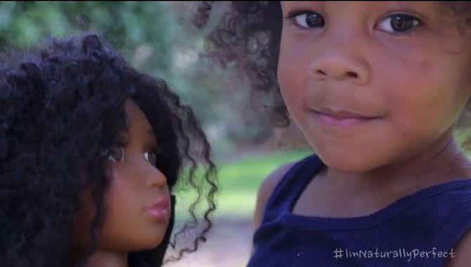 Pour lutter contre les diktats cette maman crée de magnifiques poupées