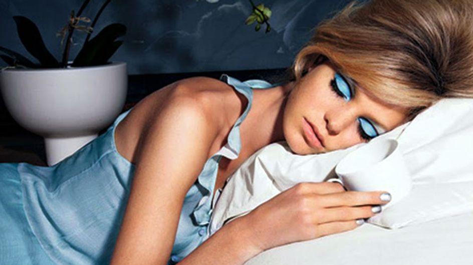 Por que você não deve dormir com maquiagem (nunca mesmo)