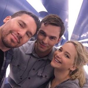 Bryan Singer, Nicholas Hoult et Jennifer Lawrence.
