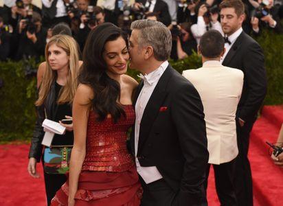 Amal Alamuddin et George Clooney complices.