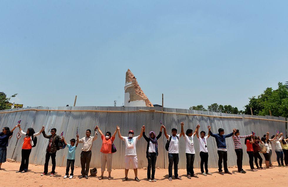 Un bouleversant hommage rendu aux victimes du séisme à Katmandou