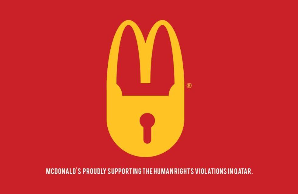 Des logos de sponsors de la Coupe du Monde au Qatar détournés pour dénoncer les conditions de travail