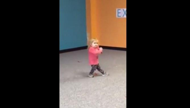Audrey dansant de la Zumba