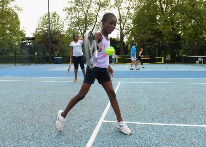 Autistes accédant au tennis