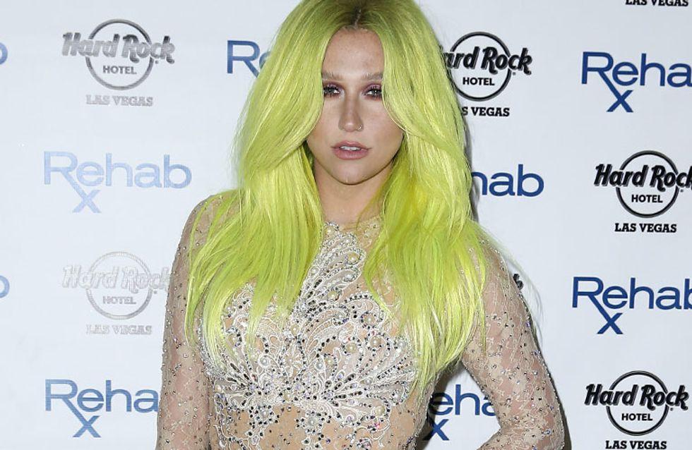 Kesha brilla, pero con el peor look de la semana