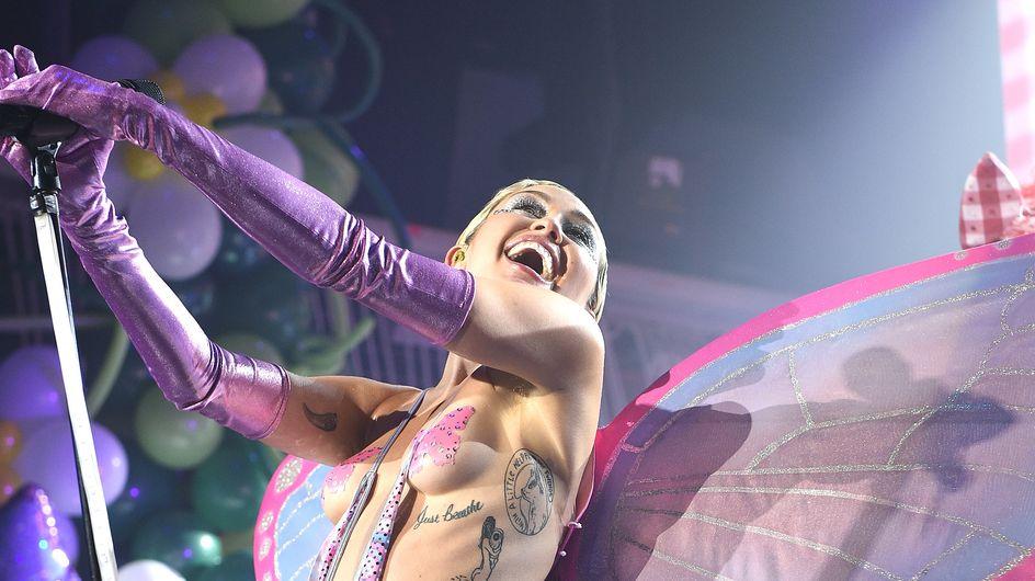 Miley Cyrus a du poil sous les bras et elle assume ! (Photos)