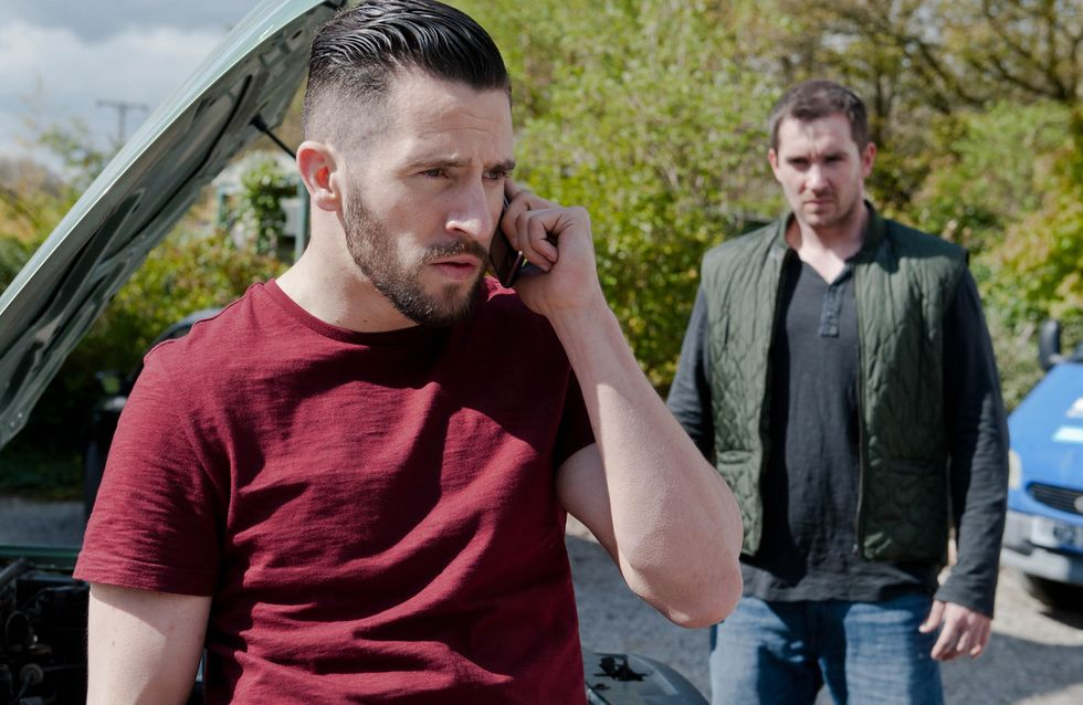 Emmerdale 9/06 - After stirring by Emma, jealous Pete frames Ross for theft