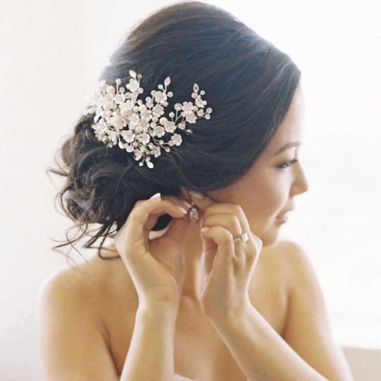 Accessori sposa per i capelli  le idee floreali più belle 536fa03022b2