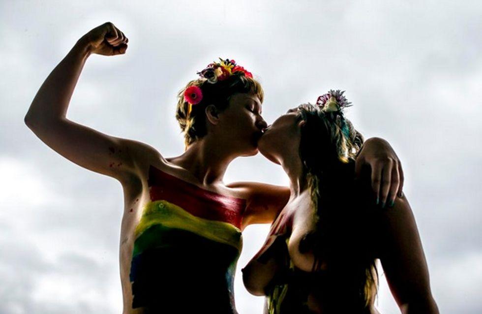 Deux Femen s'embrassent seins nus pour dénoncer les lois homophobes du Maroc