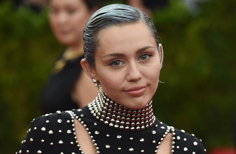 Miley Cyrus s'affiche amaigrie en bikini et inquiète ses fans (Photos)