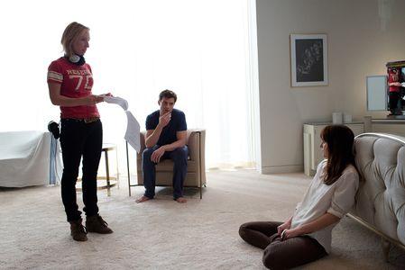 Sam Taylor-Johnson, Jamie Dornan et Dakota Johnson sur le tournage de 50 Shades