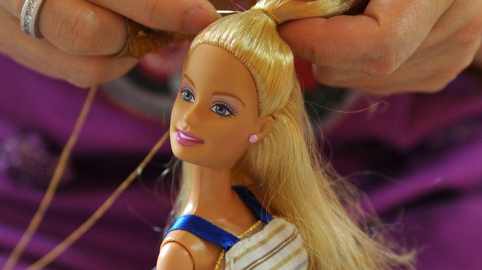 Barbie fait des efforts et essaie de nous ressembler un peu plus