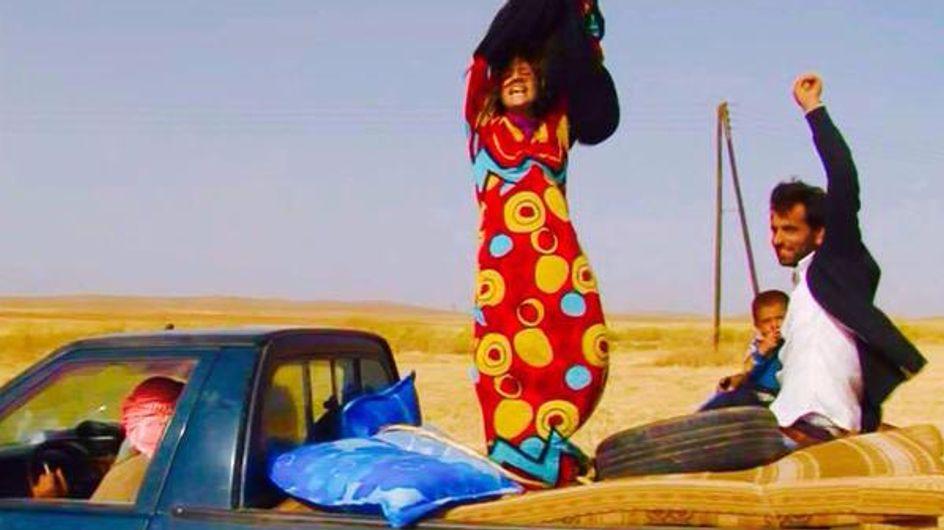 Libérées des djihadistes, ces femmes retirent leur burqa et bouleversent la Toile (Photos)